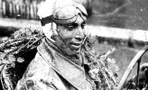 Legendarul pilot Marin Dumitrescu împlineşte astăzi 102 ani