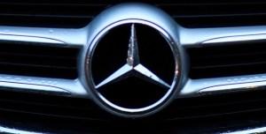 Daimler își va restructura activitățile și se va redenumi Mercedes-Benz