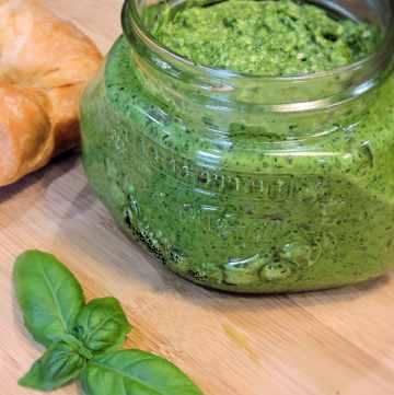24Bite Recipe: Basil and Spinach Pesto Recipe by Christian Guzman