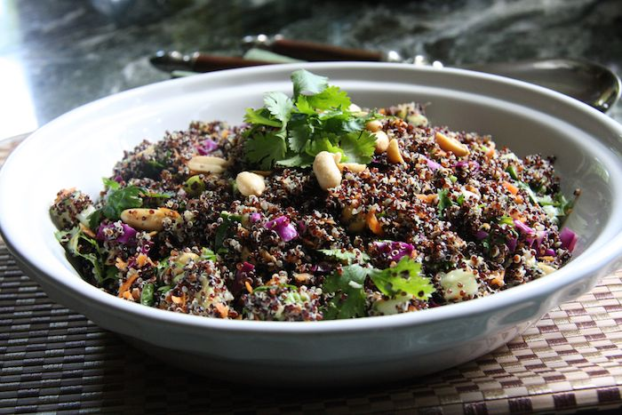 Asian Quinoa Salad // 24 Carrot Life #quinoa #healthy
