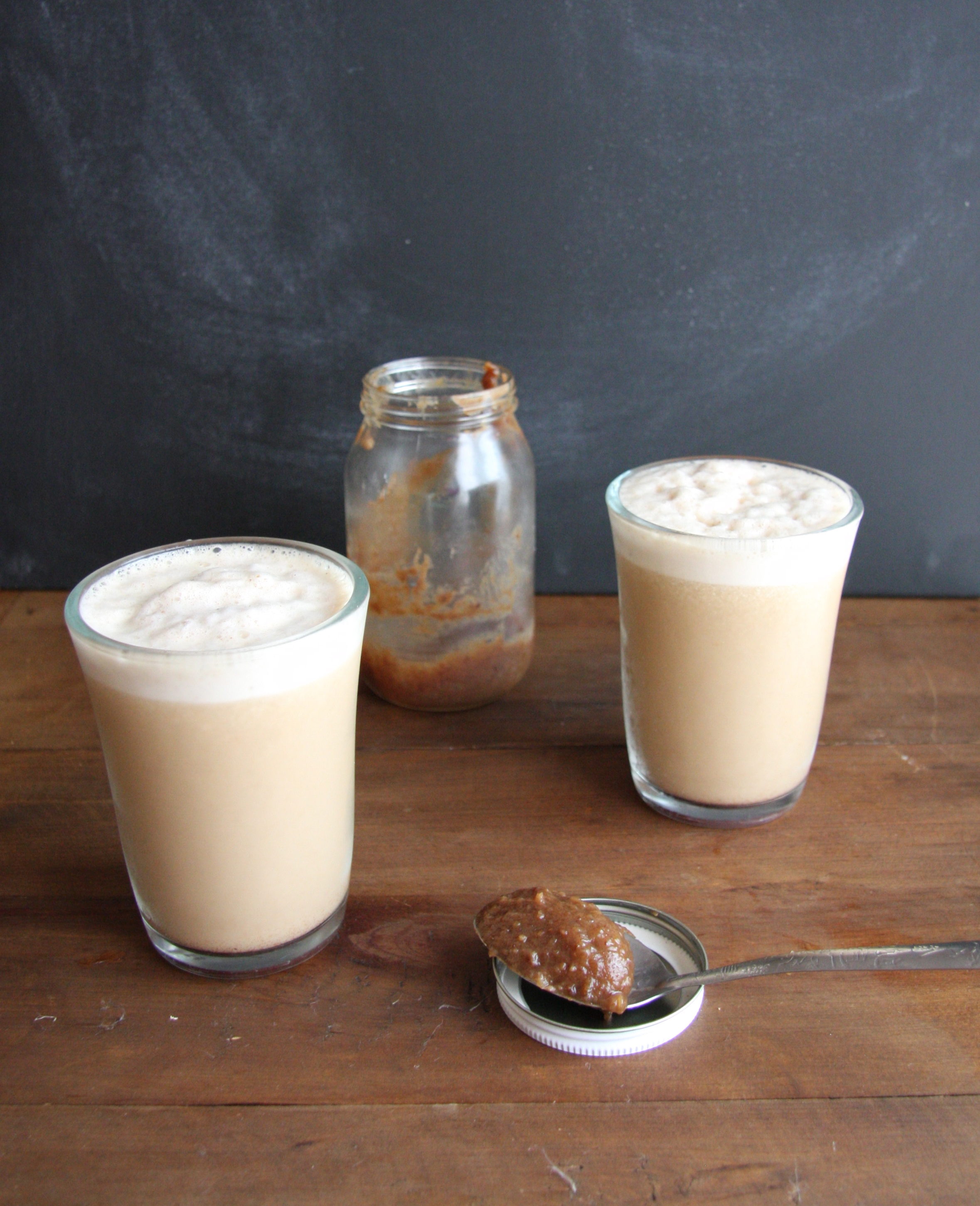 Vegan Skinny Salted Caramel Frappucino // 24 Carrot Life #vegan #healthyeats #cleaneating #dates