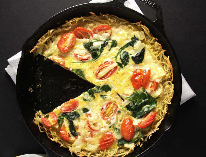 Potato Crusted Quiche // 24 Carrot Life #vegetarian #cheddar #eggs
