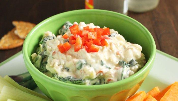 Skinny Greek Yogurt Spinach and Artichoke Dip