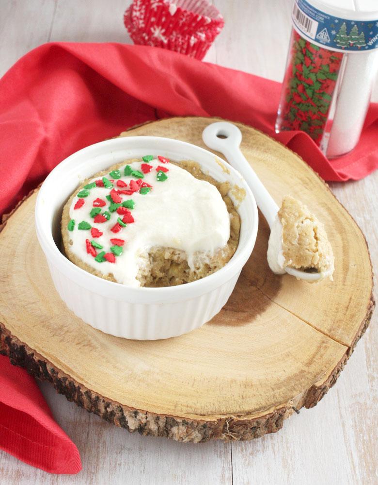 Single Serve Greek Yogurt Breakfast Cupcake // 24 Carrot Life #healthy #banana #breakfast #greekyogurt #glutenfree
