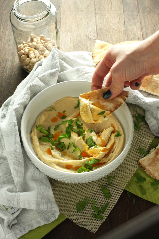 The Smoothest Crockpot Hummus // 24 Carrot Life