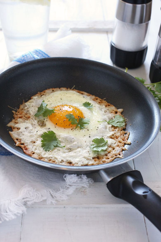 Crispy Parmesan Egg // 24 Carrot Life #easy #healthy #egg #protein #vegetarian