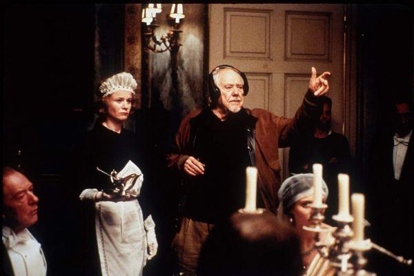 從《唐頓莊園》看勞勃阿特曼《謎霧莊園》