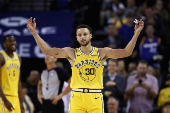 Steph Curry knocked down 11 treys against the Washington Wizards.