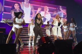 Christina Aguilera And Lil' Kim Performs 'Lady Marmalade' Watch
