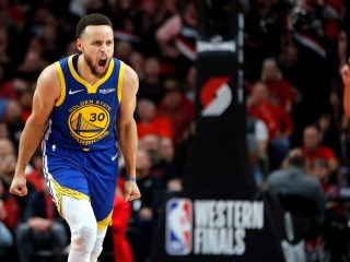 Video of Stephen Curry Breaking his Hand in Warriors' Loss to the Suns Surfaces, May Need Surgery