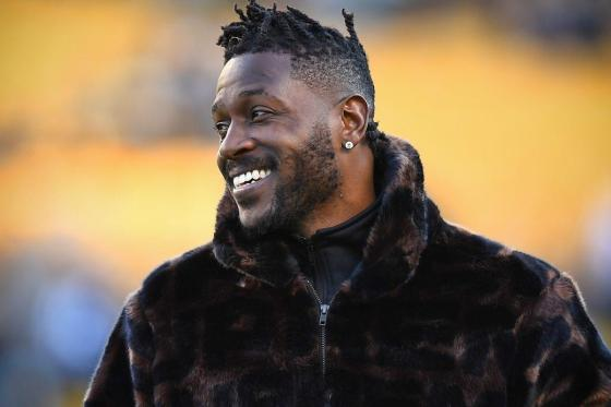 "Antonio Brown Drops 1st Rap Song ""Whole Lotta Money"", Twitter Reacts"