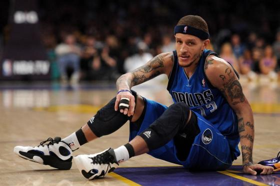 Video Allegedly Shows Former NBA player Delonte West Being Assaulted In The Street