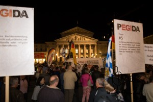 pegida 210915 13 - PEGIDA branch Munich rallies through the city