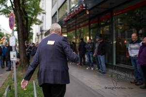 Peter Meidl got a sticker on his back calling for action against neonazis.