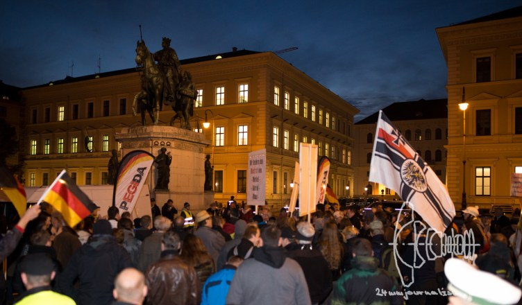 pegida 121015 201 - PEGIDA marches - Neonazis enter historically charged Feldherrnhalle