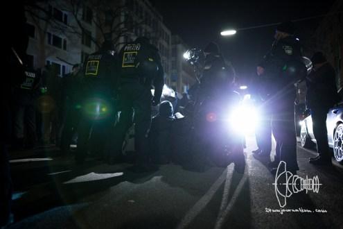 Police starts evicting roadblock.