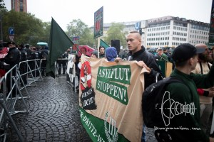 refugeeprotest nazis 20160917 4 - Neonazis Rally Against Neonazi Protest in Munich