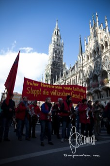 Rally passes Marienplatz.