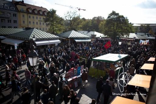 Demonstration marching over Viktualienmarkt.