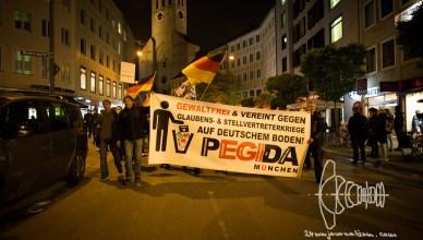 pegida 20161010 8 - PEGIDA Munich - Neonazis climb Feldherrnhalle and openly displayed Racism