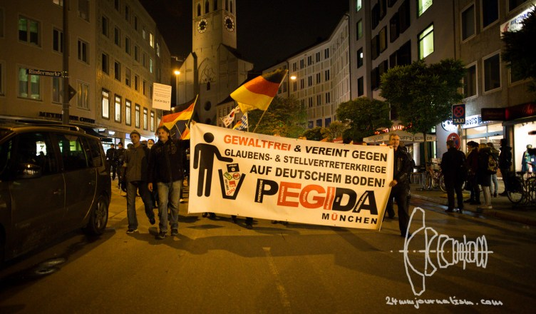 pegida 20161010 8 - PEGIDA Munich - Neonazis climb Feldherrnhalle and openly displayed Racism