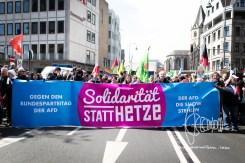 Pro-solidarity banner.