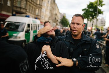 Police removes antifascists