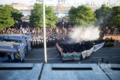Police pushes towards first block of Welcome to Hell' demonstration