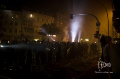 Police gets ready to storm Schanze