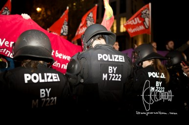 Approximately 2000 counter protestors blcok the route of PEGIDA Munich. Police does not attempt to evict the block.
