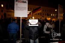 """A sign stating """"Cologne is colorful"""" - linking the sexual harrasements that happened on New Year's Eve in Cologne to an open, democratic society."""