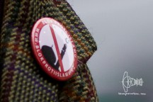 Anti islam button, worn by a journalists supposively RTCzech
