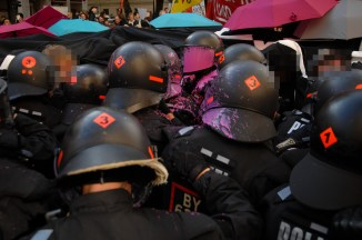 Riot police with paint bomb on helmet ©Robert Adreasch