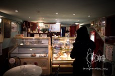 A little Jewish bakery with very good pastry. Worth a visit.