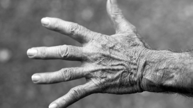 gammel hånd ældre