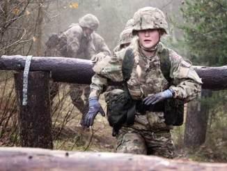 kvinde soldat forsvaret