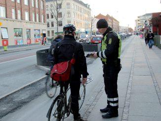 politi cyklist cykel cykler