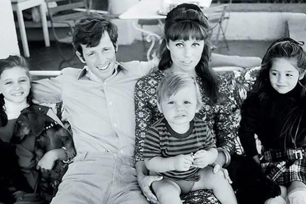 Жан-Поль Бельмондо с семьей