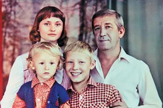 Борислав Брондуков с семьей
