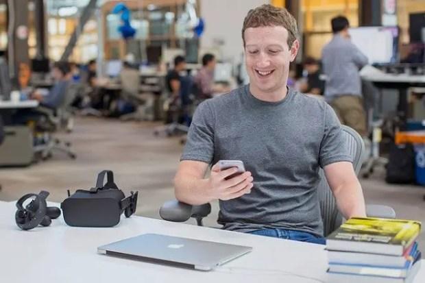 Марк Цукерберг в офисе «Facebook»