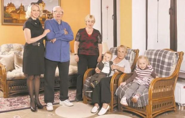 Олег Анофриев с семьей