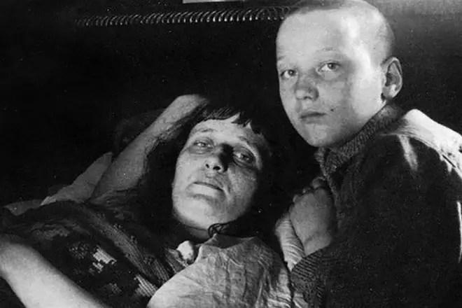 Анна Ахматова с сыном Львом Гумилевым