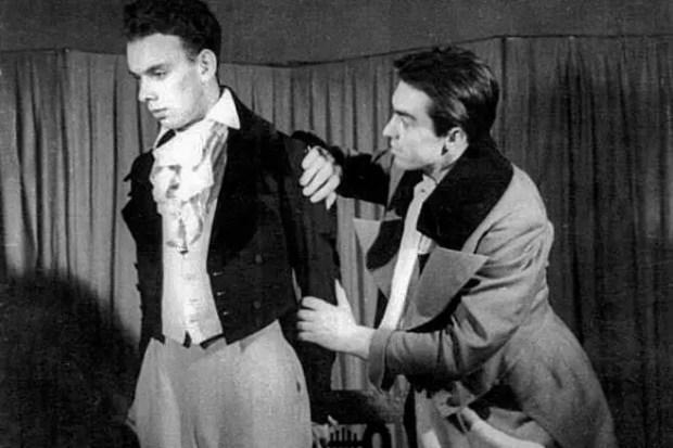 """Алексей Баталов в спектакле """"Горе от ума"""". 1946 год."""