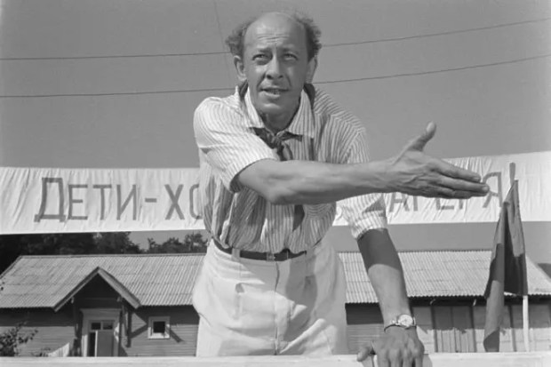 Евгений Евстигнеев в фильме «Добро пожаловать, или Посторонним вход воспрещен»