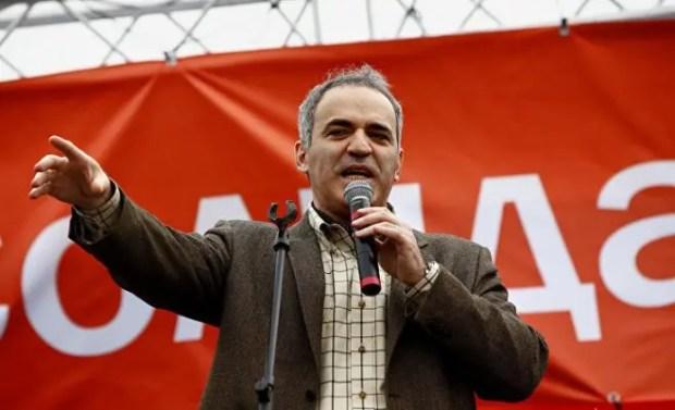 В 2008 году Гарри Каспаров создал оппозиционное демократическое движение «Солидарность»