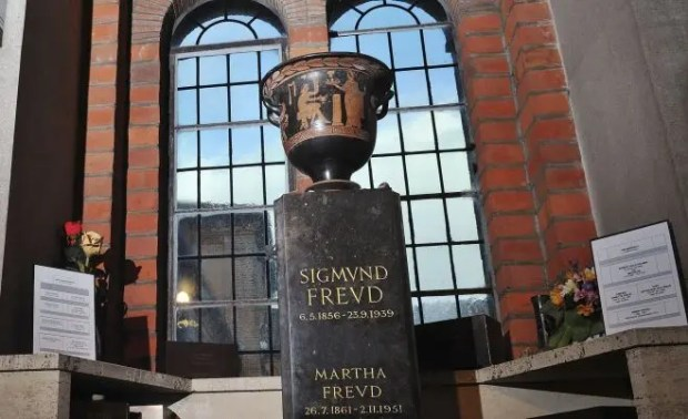 Ваза, в которой захоронен прах Зигмунда и Марты Фрейд