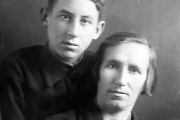 Владимир Басов с мамой
