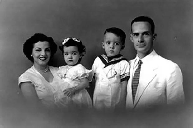 Пауло Коэльо с семьей