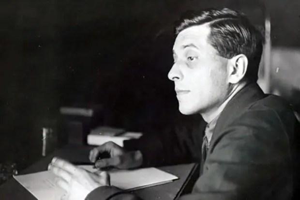 Михаил Зощенко за работой