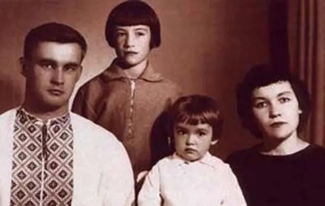 Анна Самохина с родителями и сестрой